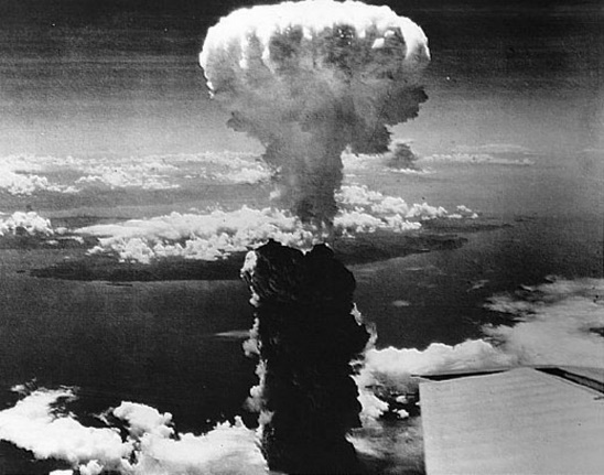 http://sinergicamentis.altervista.org/wp-content/uploads/2015/08/1438523725hiroshima_bomba_atomica_giappone-2.jpg