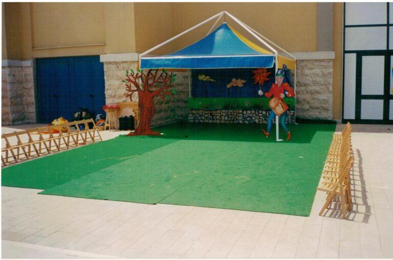 Bari. Arena della Vittoria. Il gazebo dell'animazioneEstate Ragazzi 1999. Il Diavolo