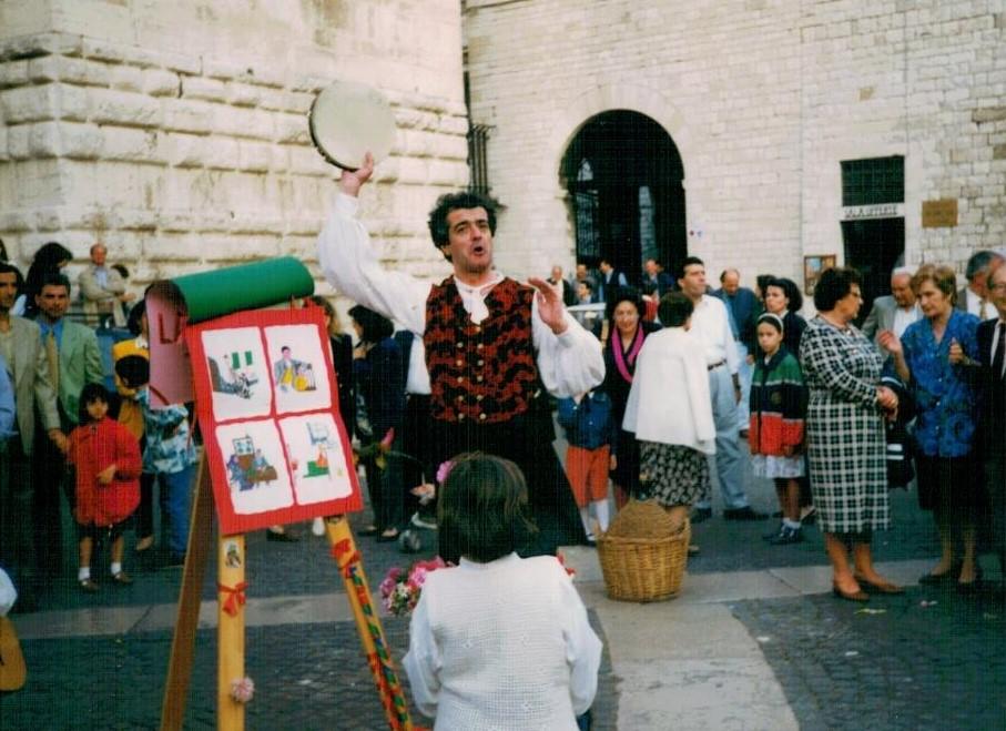 Il cantastorie. Bari. 1996